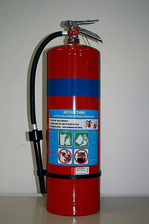 foam-fire-extinguisher-370x555